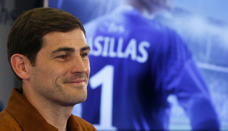 Iker Casillas fue acompañado por su familia durante su primera noche en el hospital