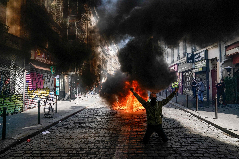 """Disputas entre la policía francesa y """"chalecos amarillos"""" en la 23ª jornada de protestas"""