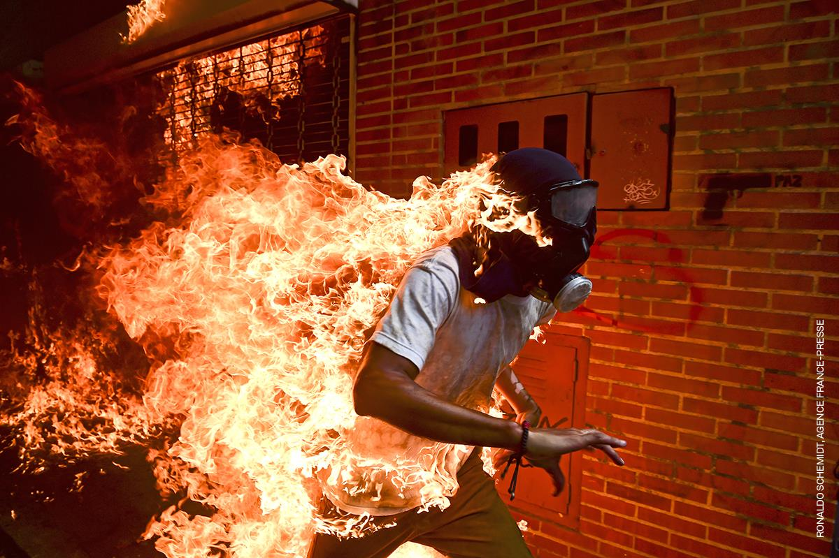 'Venezuela Crisis' por el fotógrafo venezolano Ronaldo Schemidt de AFP.
