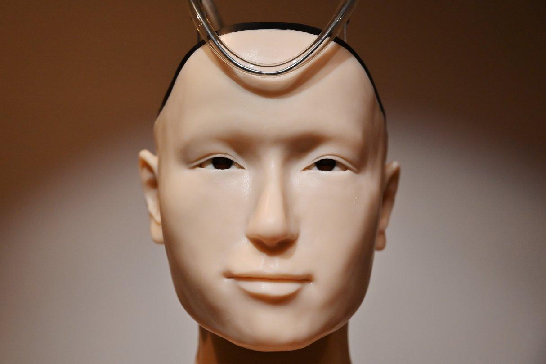 """El sacerdote robótico es la apuesta para cambiar el rostro de la religión, a pesar de acusaciones de ser un """"monstruo de Frankenstein"""". (Foto: AFP)"""