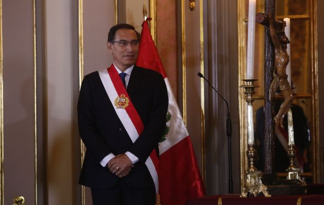 Martín Vizcarra tomó juramento a nuevos ministros de Transportes y de Vivienda