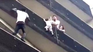YouTube: el héroe que trepó 4 pisos para salvar a un niño que colgaba de edificio