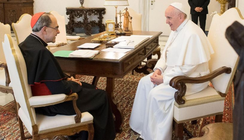 Papa Francisco rechaza la dimisión de cardenal francés condenado por encubrir abusos