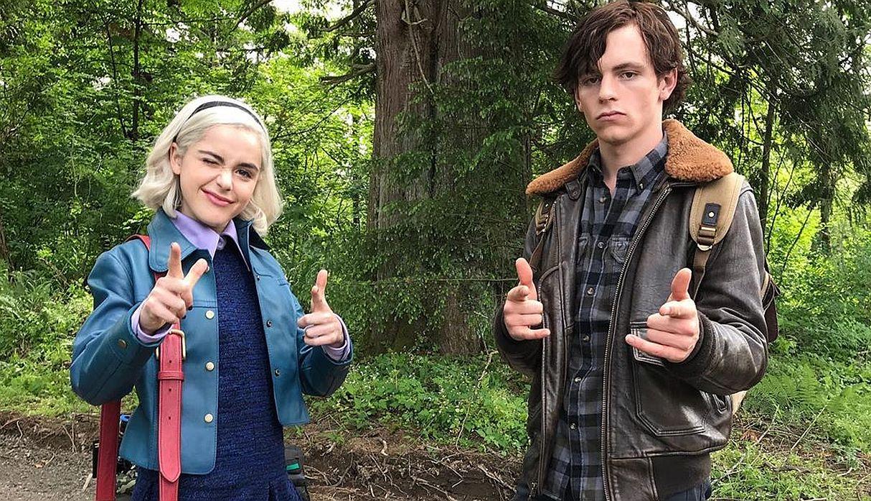 """""""El mundo oculto de Sabrina"""": empezó el rodaje de la tercera temporada con Kiernan Shipka y Ross Lynch"""