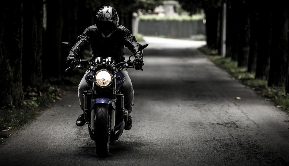 Facebook viral: Motociclista quiso llamar la atención pero terminó siendo la burla de todos | VIDEO