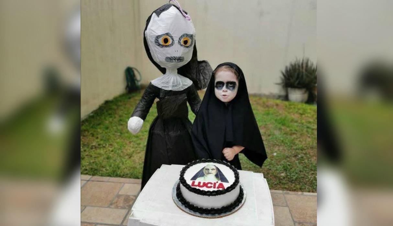 """Niña celebra su cumpleaños al estilo de la película """"La monja"""" y se vuelve viral"""