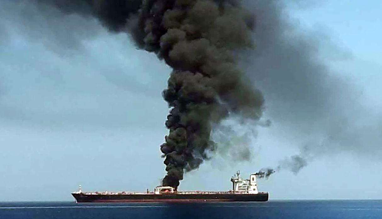 Dos petroleros quedan a la deriva y en llamas tras ataque en el Golfo de Omán | FOTOS