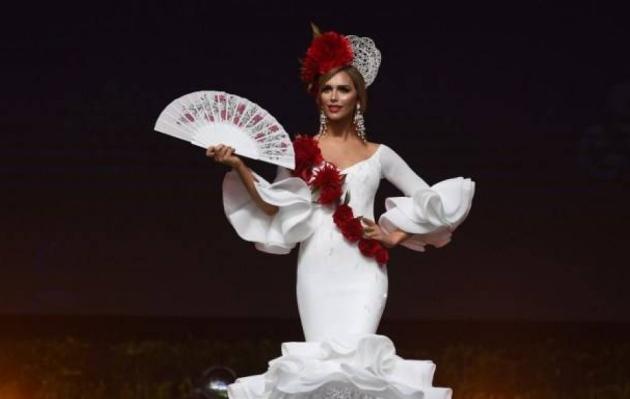 Ángela Ponce conmociona al desfilar en bikini en la preliminar de Miss Universo