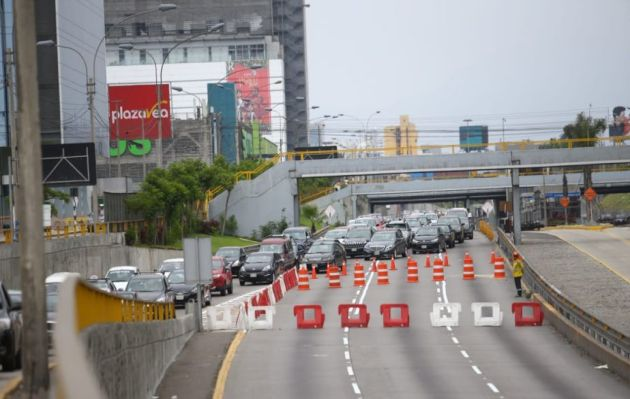 Cierre de Vía Expresa por construcción de puentes provoca caos