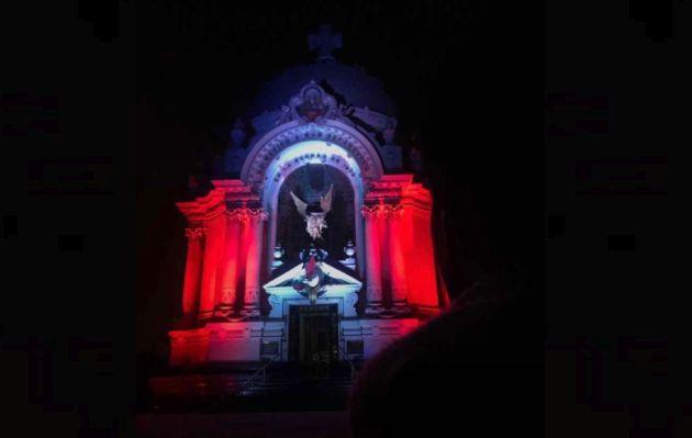 Perú vs. Brasil: Cripta de los Héroes iluminada de rojo y blanco