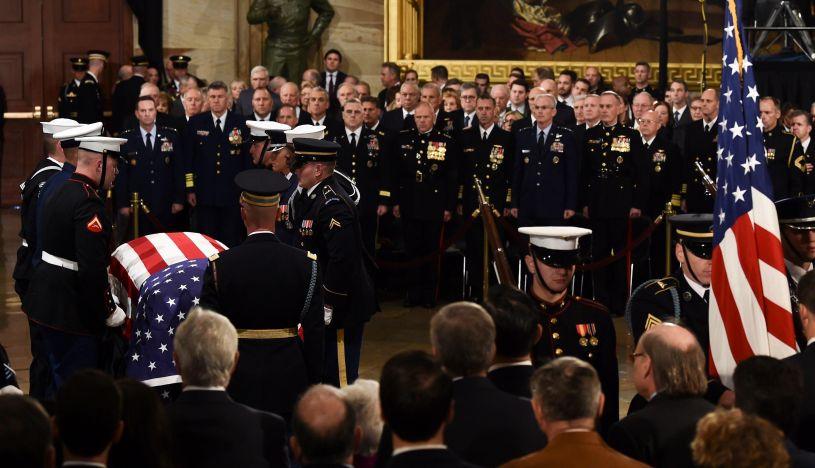 EE.UU. despide a George H. W. Bush velándolo en el Capitolio | Foto: EFE