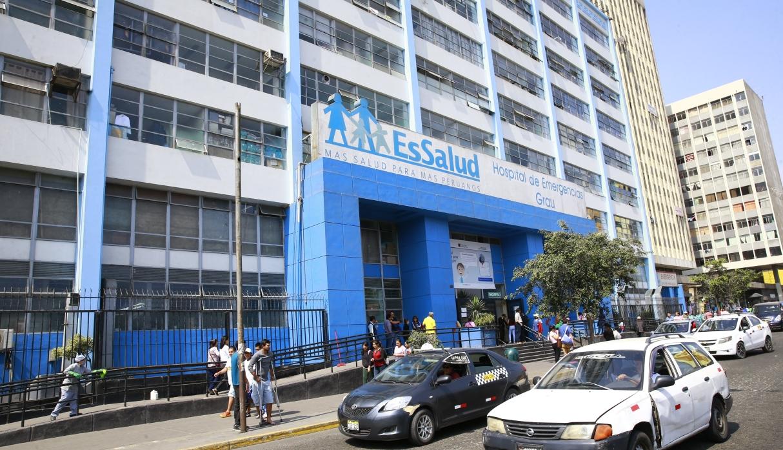 Contraloría: hay retraso en compra y entrega de medicamentos en Essalud