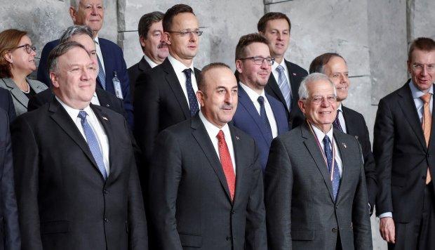"""La OTAN emplaza a Rusia a cumplir tratado de armas nucleares y """"preservarlo"""""""