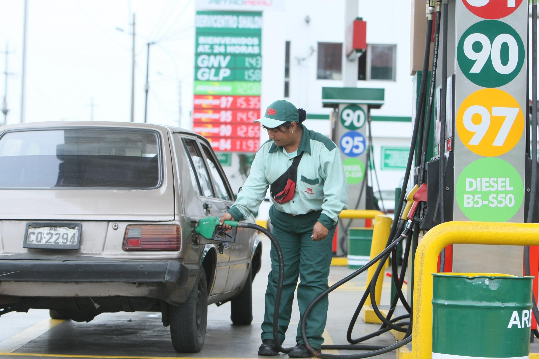 Petroperú subió precios de combustibles hasta en 1% por galón, señala Opecu