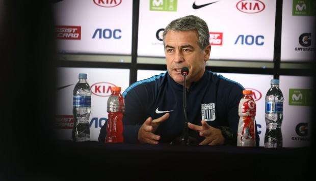 "Bengoechea criticó al arbitraje: ""Están errando muy seguido"""