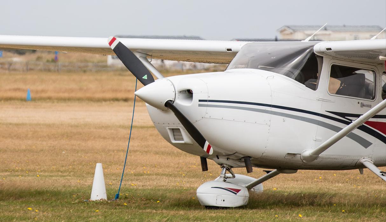 """La historia viral del niño que """"robó"""" dos avionetas tras aprender a manejarlas mirando a pilotos"""