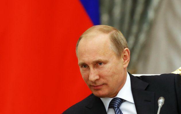 Putin pide posponer referéndum separatista en Ucrania