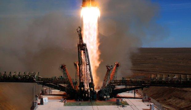 Una colisión entre partes del cohete causó la avería de la Soyuz MS-10