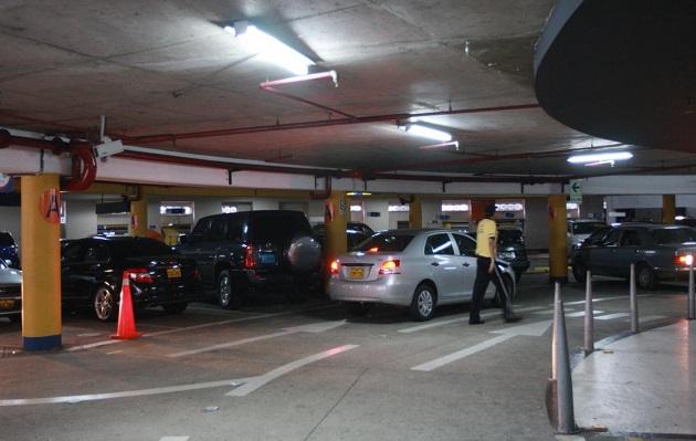Cobro por minuto en estacionamientos: En qué consiste nueva norma aprobada por el Congreso