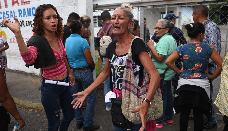 Venezuela: El drama de los familiares que esperan frente a la morgue tras motín | FOTOS