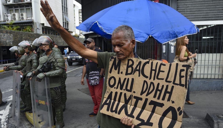 Michelle Bachelet estuvo presente en Caracas para reunirse con diversos actores políticos y vivir en carne propia la crisis venezolana. (Foto: AFP)