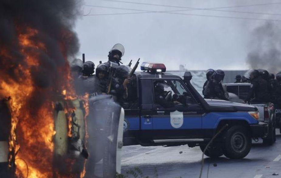Nicaragua: al menos dos heridos de bala y un vehículo policial incendiado dejó marcha