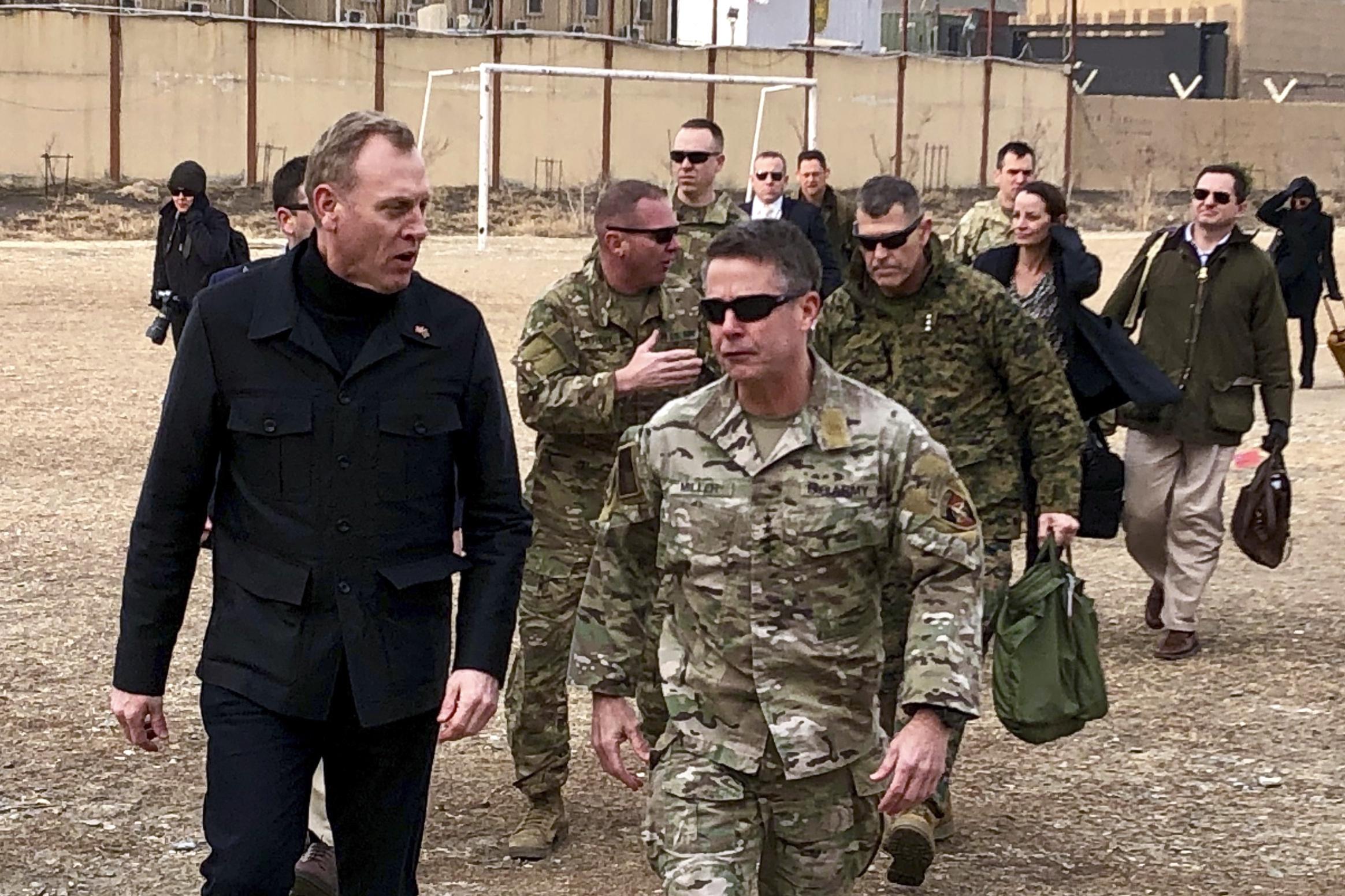 Jefe de Pentágono llega a Afganistán en esfuerzo para la paz
