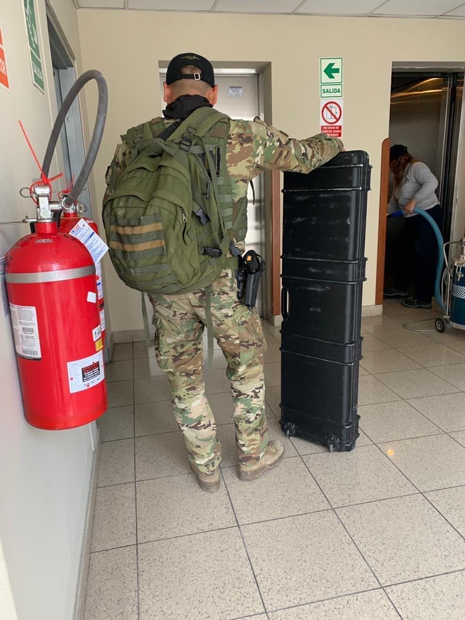 Personal de seguridad de la SUAT y de la DINOES se encuentra en la azotea del Congreso.