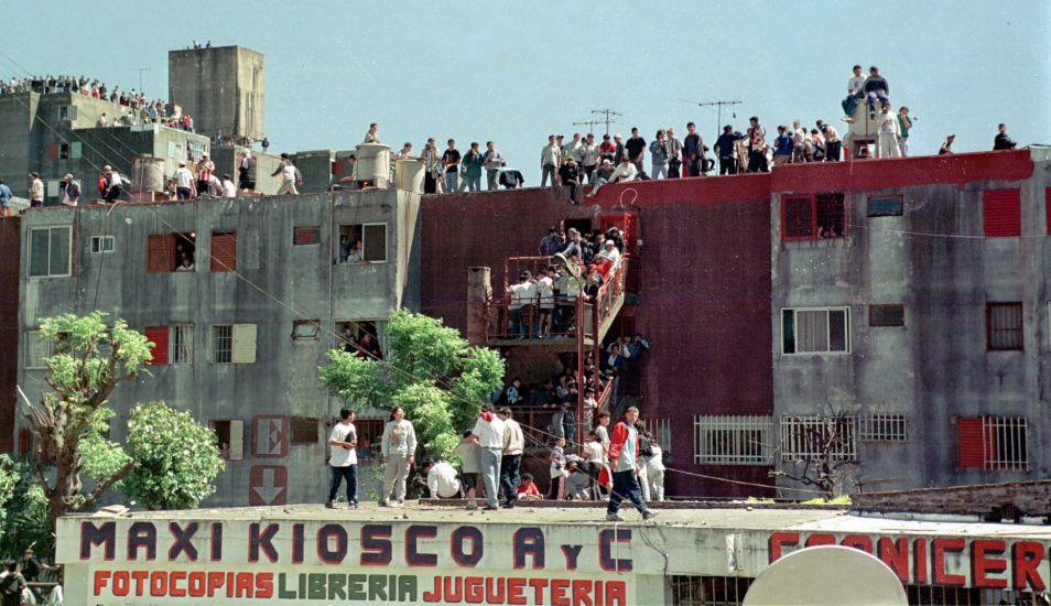 En noviembre del año 2000, un sector del barrio Fuerte Apache fue reducido a escombros, lo que produjo enfrentamientos. (Foto: EFE)