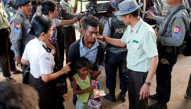 Un barco con 106 rohinyás encalla en Birmania al tratar de llegar a Malasia