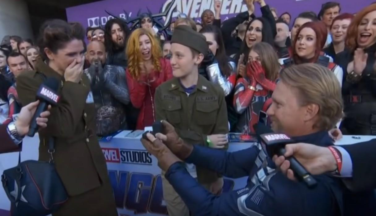 Fan de Marvel le pide matrimonio a su pareja durante la premier de 'Avengers: Endgame'y se vuelve viral