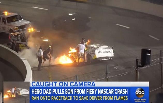 Hombre puso en riesgo su vida para salvar a su hijo de auto en llamas | VIDEO