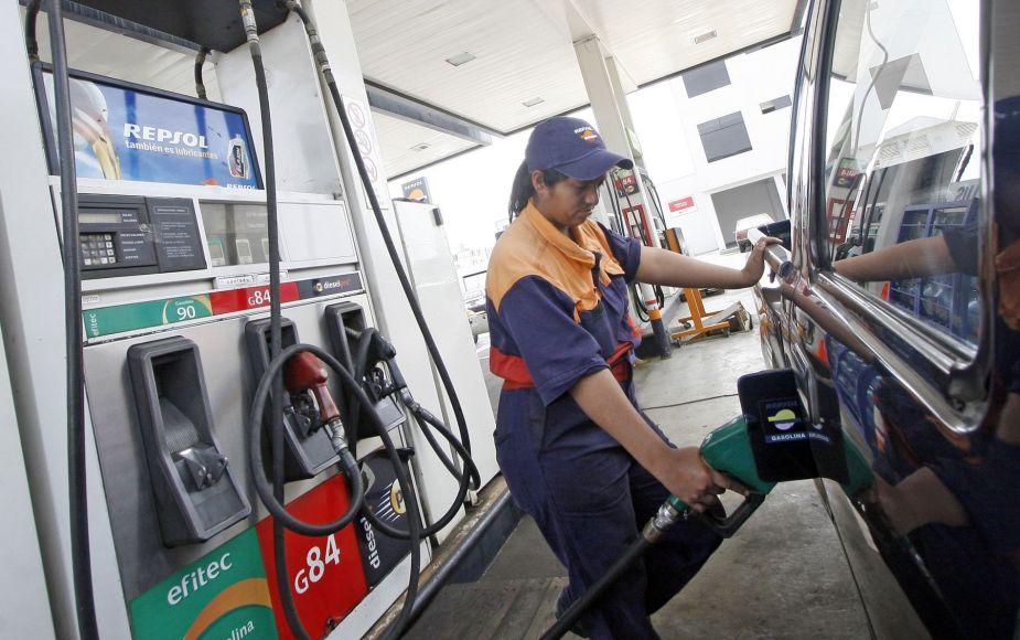 Precios de combustibles de referencia bajan hasta 1.68% por galón