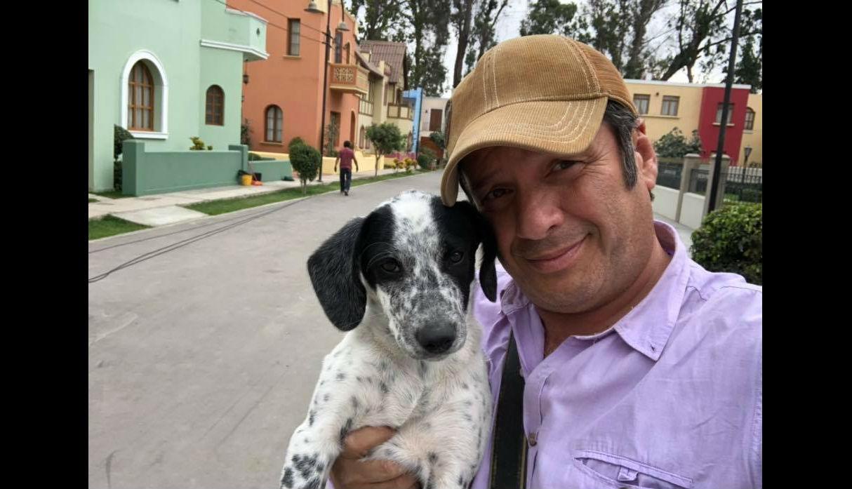 Lucho Cáceres demuestra su lado más tierno: Recogió perrito en la carretera y le busca un hogar | FOTOS