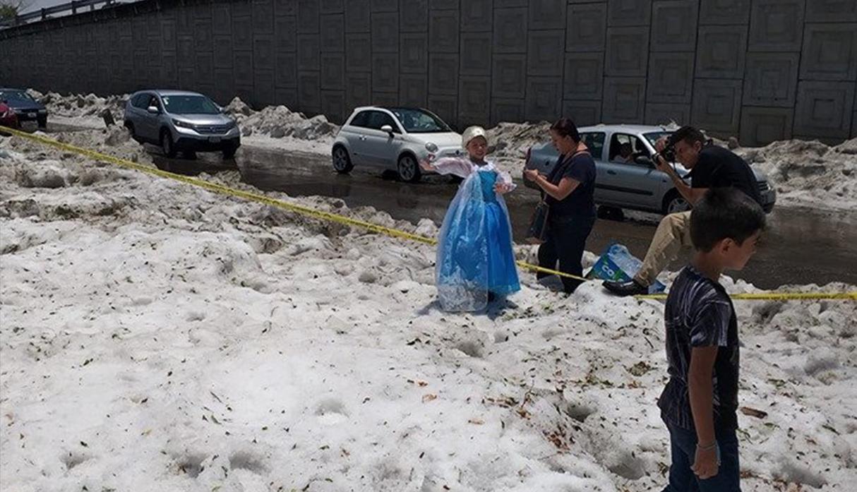 'Elsa de Frozen por un día': niña se convirtió en la princesa debido a fuerte granizada
