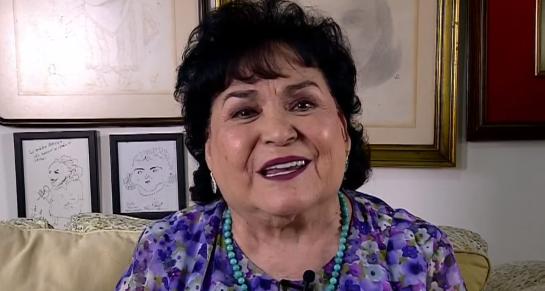 Edith González: Carmen Salinas es criticada en redes sociales por barrer tumba de fallecida actriz