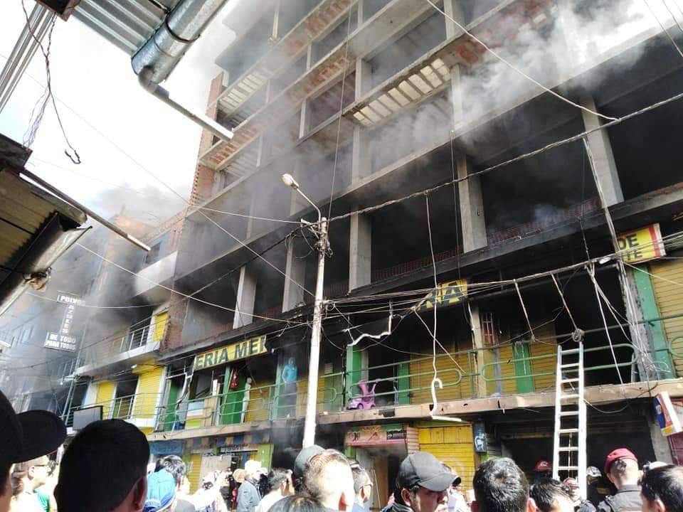 Huánuco: se registra incendio de código 3 en galería frente al mercado Polvos Azules