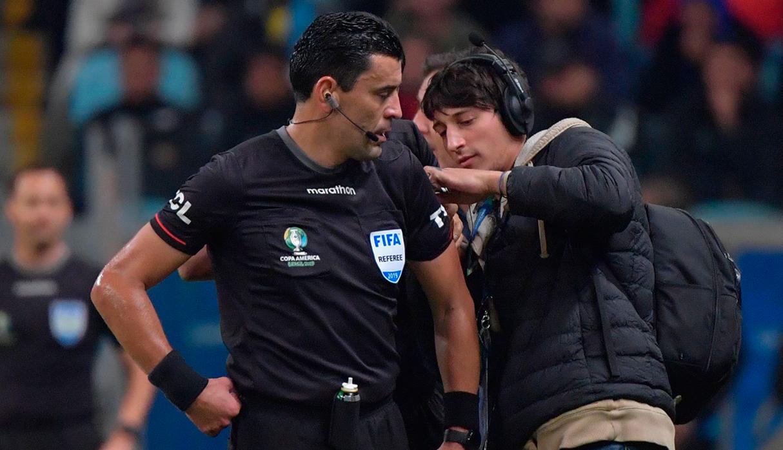 Perú vs. Brasil: el pasado oscuro de Roberto Tobar, el árbitro de la final que fue sancionado por corrupción