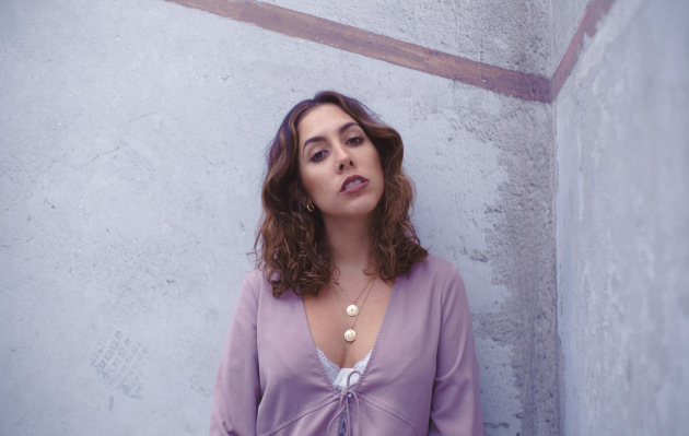 Micaela Salaverry se renueva en su más reciente single
