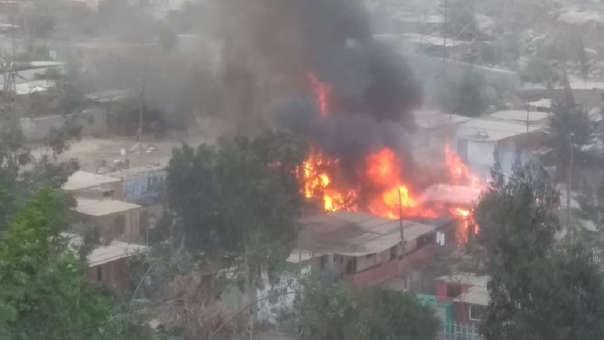 San Juan de Lurigancho: se registra incendio en fábrica de pirotécnicos | VIDEO