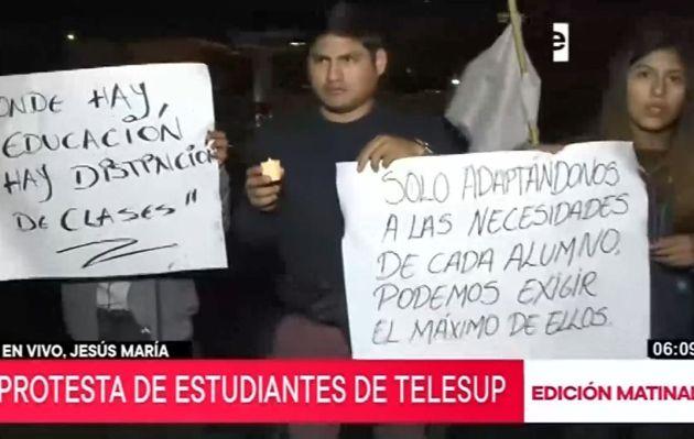 Estudiantes de Telesup organizan plantón frente a vivienda del jefe de la Sunedu
