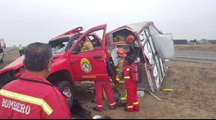 Huacho: Bomberos sufren accidente cuando se dirigían a atender una emergencia en la Panamericana Norte