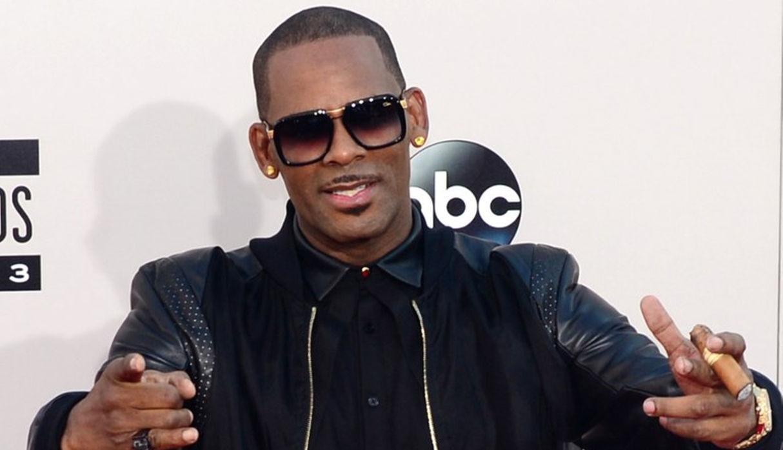 R. Kelly: Presentan video que mostraría al cantante teniendo relaciones sexuales con una menor de edad