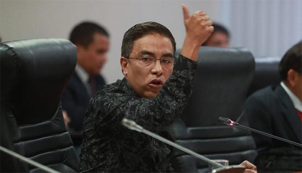 Aprueban informe que recomienda suspender por 120 días a Roberto Vieira