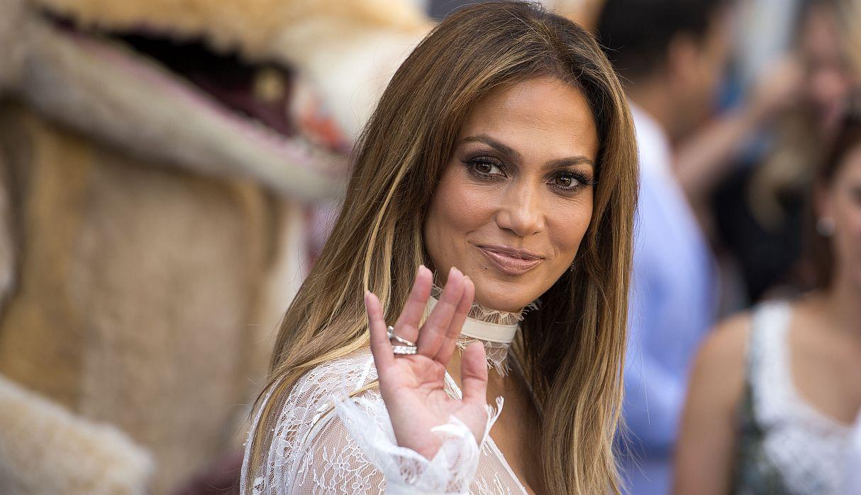 Jennifer Lopez comparte video bailando y deja boquiabiertos a fans con sus movimientos