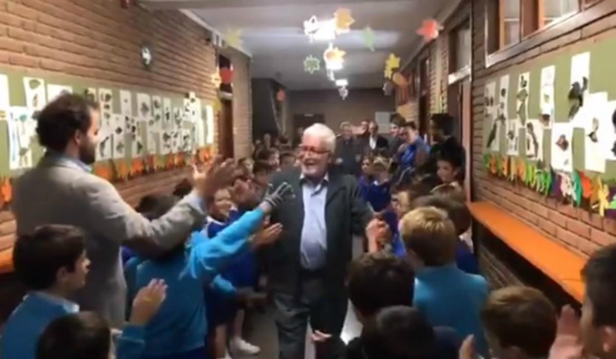 Profesor que trabajó 43 años en colegio recibe emotiva despedida - Publimetro Perú