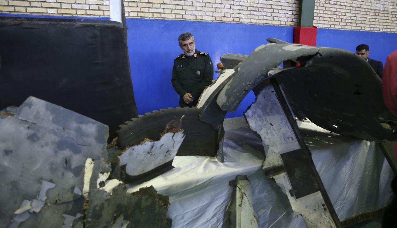 """TV estatal de Irán difundió imágenes de los """"restos"""" del dron de EE.UU. (Foto: AP)"""