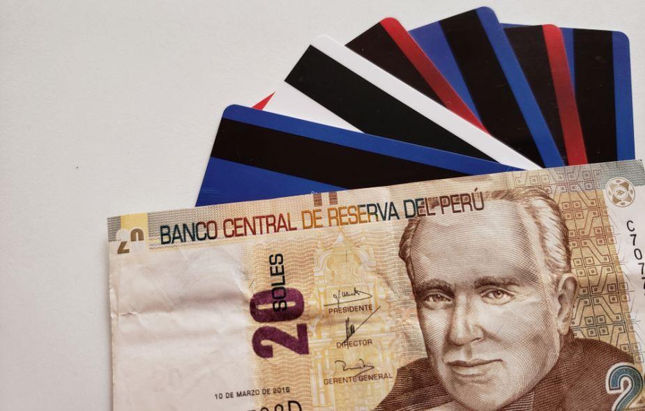 Estos son los bancos en Perú que cobran más y menos intereses por tarjetas de crédito