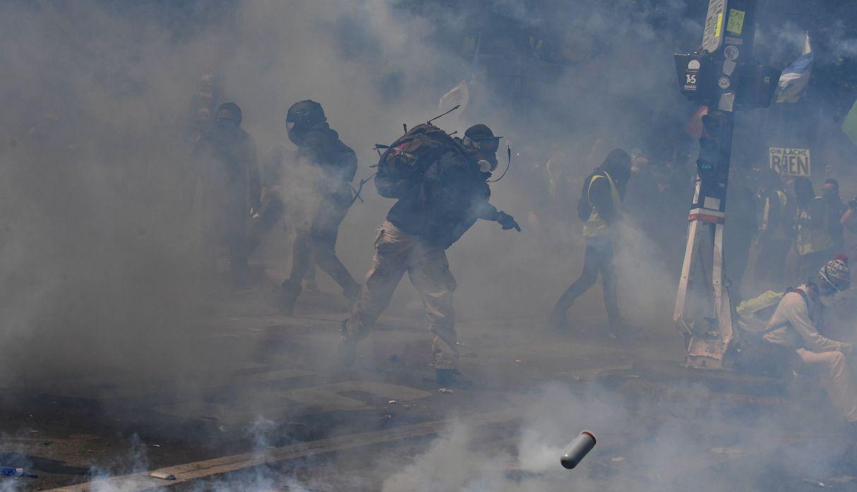 Fuertes enfrentamientos en París antes de la marcha del 1 de mayo | FOTOS