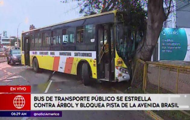 Avenida Brasil fue bloqueada tras accidentes esta madrugada en Jesús María